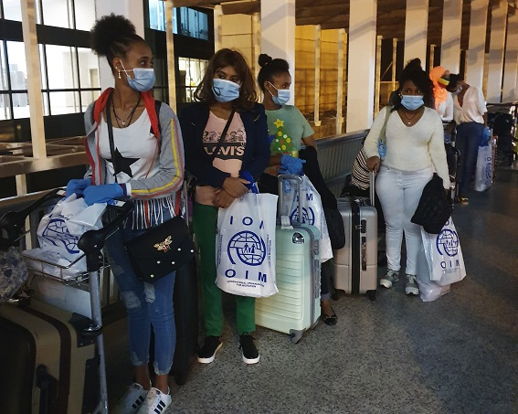 Migrants stranded in Lebanon amidst worsening economic crisis return home with IOM assistance
