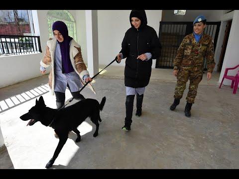 حفظة السلام التابعين لليونيفيل، وباستخدام الكلاب، يساعدون أطفالاً يعانون من صعوبات التعلم
